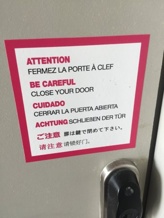 Warning to lock the door! - Appart City Bobigny