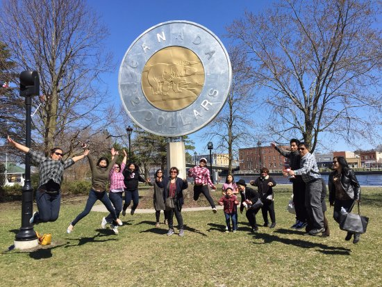 Campbellford, Canadá: Toonie Monument