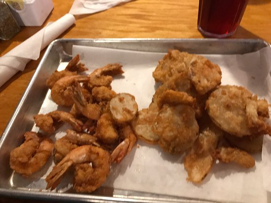 Thunderbolt, GA: Fresh caught Fried Shrimp and Spuds were delicious!