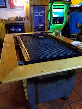 O'malley's Steak Pub : Lots of grill space