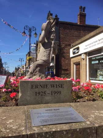 Morley Town Hall: Ernie Wise