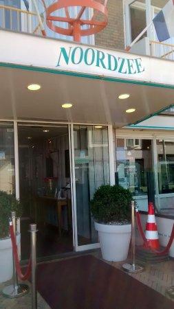Hotel Noordzee : Entrance of the hotel