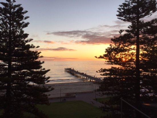 Glenelg, Australia: Sunset from our hotel room.