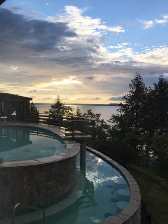 Rockgarden Terrace Resort : View of the pool from dining room