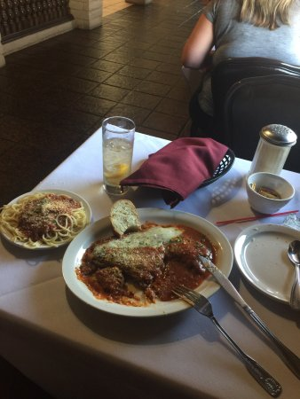 Los Banos, Kalifornien: Veal parmigiana and spaghetti