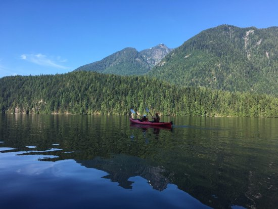 Takaya Tours : Paddling from Granite Falls to Twin Islands early in the morning when the water is calm