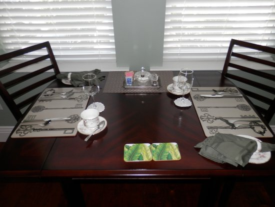 Sutter Creek, CA: Table in our room if we want breakfast served in there.