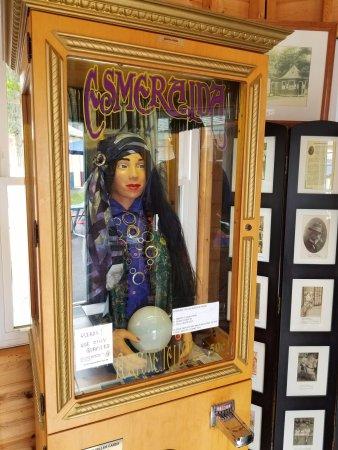 Olcott, État de New York : Esmeralda in the vintage arcade