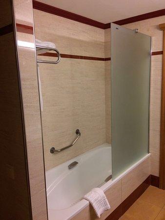 Invisa Hotel La Cala : Double/twin room, bath/shower - Hotel La Cala, Ibiza