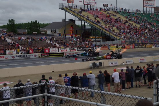 Norwalk, OH: Wheel to wheel drag racing