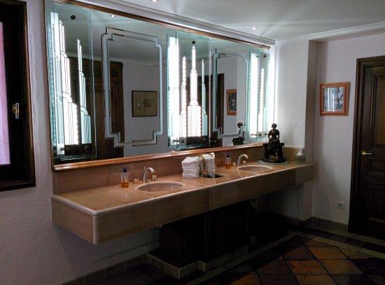 Restaurant Pierre Orsi: Toilettes très bien tenues, savon à la verveine, tout est parfait dans les moindres détails.