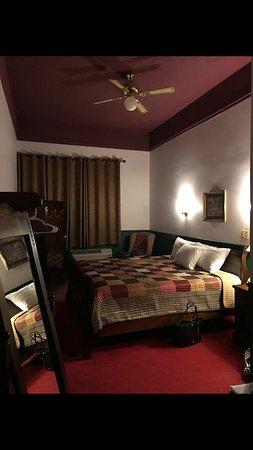 Benham School House Inn : A room at the Inn.