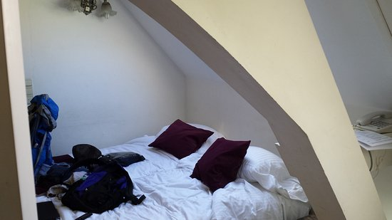 Flandria Hotel : Low, arched beam in bedroom is a potential hazard in the dark