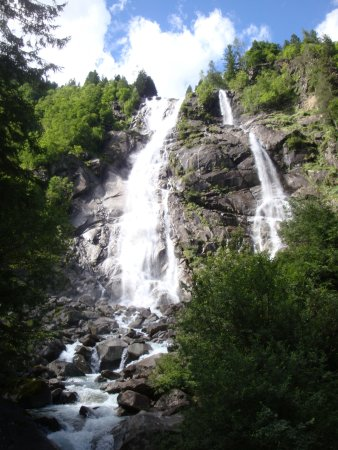 Cascate Val Genova : The Nardis cascade easily seen from the road.