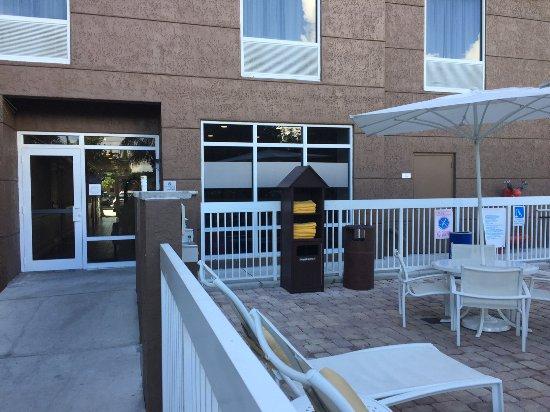 Hampton Inn Hallandale Beach/Aventura : Towel rack