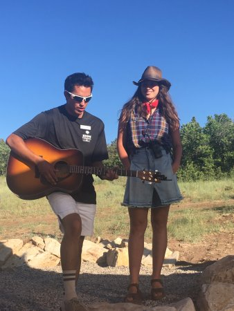 Zion Ponderosa Ranch Resort: Loved hearing acoustic Coldplay by request.