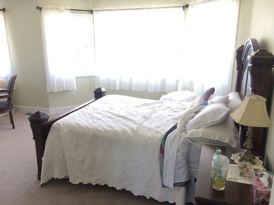 Harvelle House Bed & Breakfast