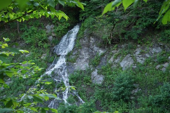 Quechee Gorge - small waterfall on the trail