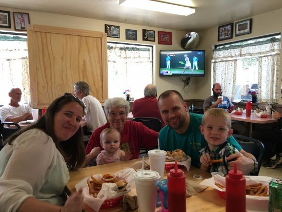 Cedar Crest, Nuevo Mexico: Kids' first time at Burger Boy