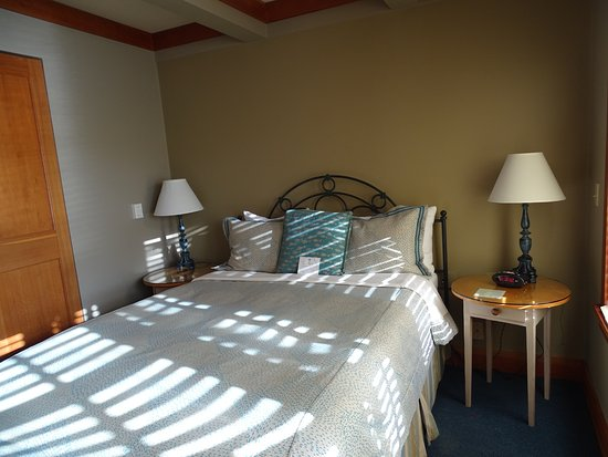 La Conner, Waszyngton: Bed was comfortable and the room was spotless