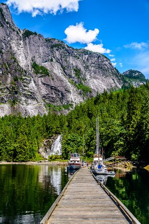 Egmont, Canadá: Beautiful Chatter Box Falls at the tip of Princess Louisa Inlet