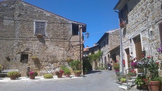 Cellere, Italy: che bella piazzetta