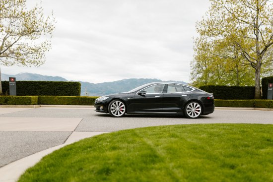 Okanagan Valley, Canada: Power Trips Tesla @ Mission Hill
