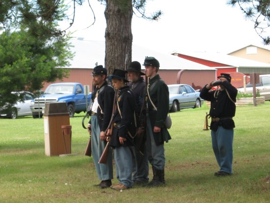 Cameron, WI: Union soldiers, before battle.