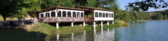 Montaigu-de-Quercy, Frankrijk: The Cabane for light refreshments and activities posted daily