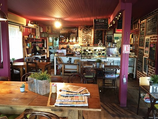 Val David, Canada: Inside the café