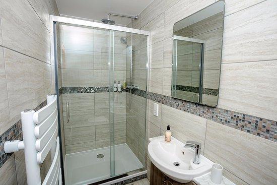 Little Loch Broom, UK: Room 3 En-suite rain shower