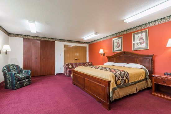 Bedford, IN: Large king room with murphy bed.