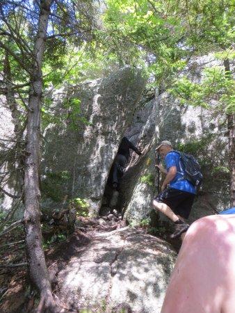 Thornton, Nueva Hampshire: cracks to squeeze through