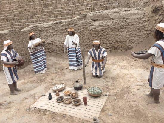 Huaca Pucllana : maquete dos povos e suas oferendas