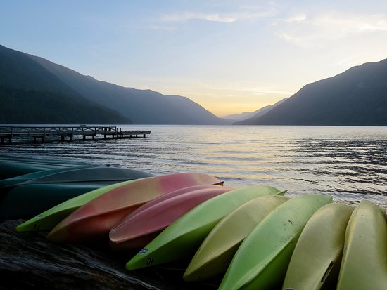 Experience Olympic Tours: Lake Crescent (Dinner at the lodge was a bit pricey but delicious.)
