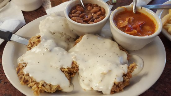 Marble Falls, Teksas: chicken fried steak, mashed potatoes, sausage and Saukrout soup and beans