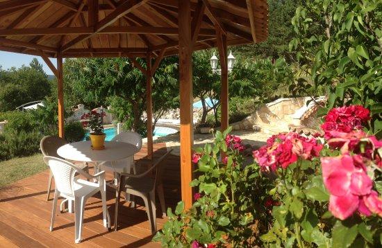 Aiglun, Francja: terrasse devant le gîte Namasté