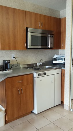 Quality Inn & Suites: Well-stocked kitchenette