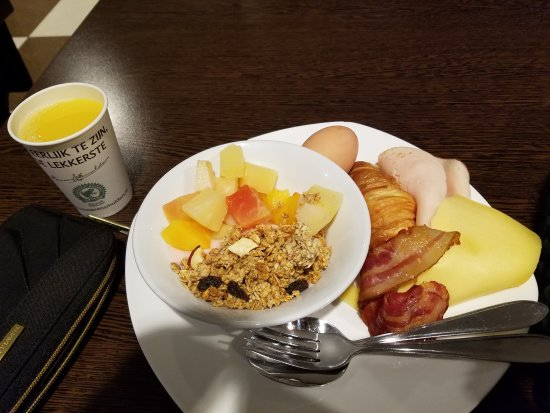 Hotel Van Gogh: Cheap and good breakfast!