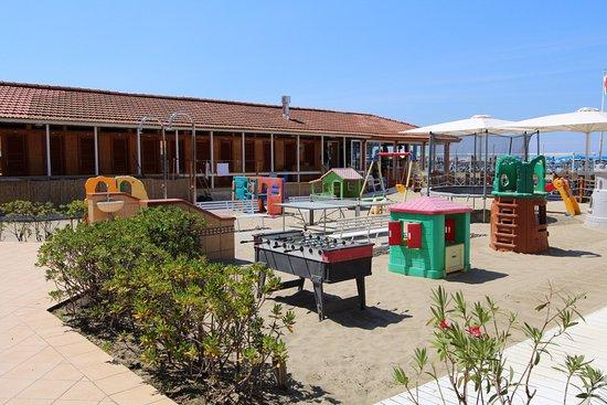 Il ristorante sulla spiaggia foto di bagno corallo viareggio