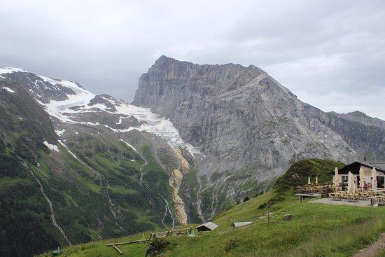 Klettersteig Fürenalp : Fürenalp mit blick auf den titlis bild von luftseilbahn
