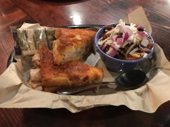 Cougar, WA: Mount Saint Helens Grilled cheese with a cup of Chili
