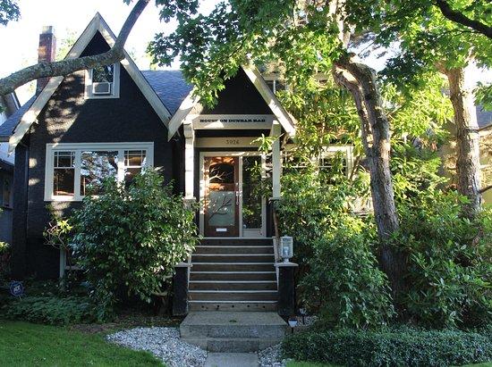 House On Dunbar B&B: Street View