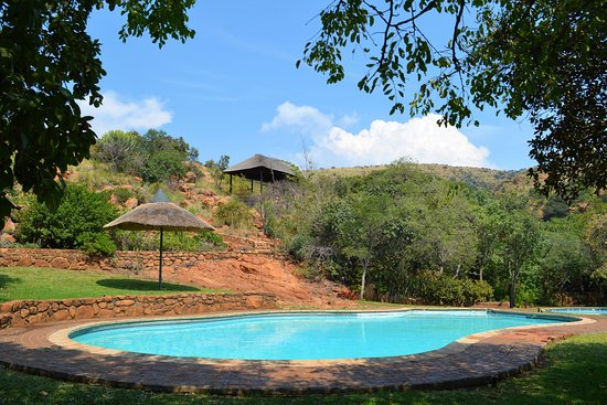 Hartbeespoort, South Africa: The swimming pool is only a few meters walk from the accommodation.