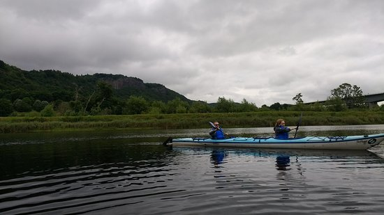 Blairgowrie, UK: Kayaking up the might River Tay
