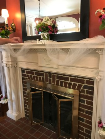 Mount Joy, PA: Decorated Fire Place