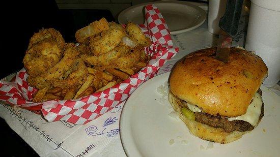 Alamo Springs Gen Store & Cafe: You won't be sorry with onion rings, fries and a burger here.