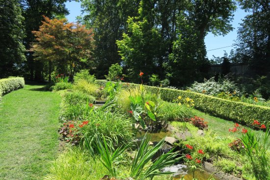 Monkton, MD: Garden with stream