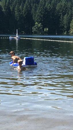 Nanaimo, Canada: Floating on lake