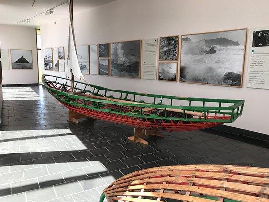 Dunquin, Irlanda: Frame of Blasket boat